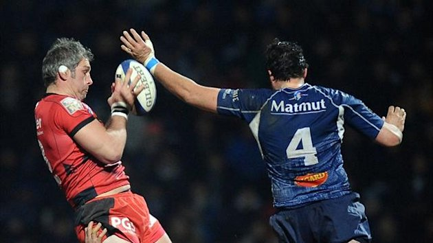 Toulon's Bakkies Botha grabs the ball in a line out during the top 14 clash at Castres (AFP)