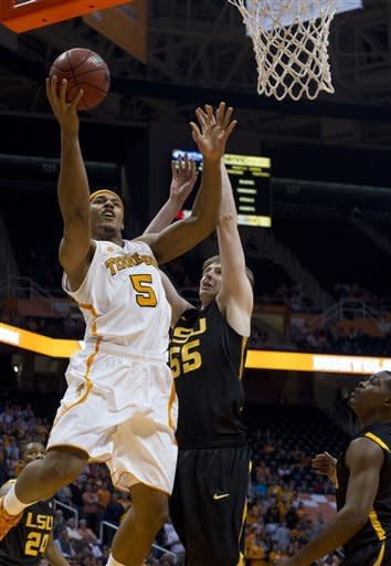 McRae leads Tennessee to 82-72 victory over LSU