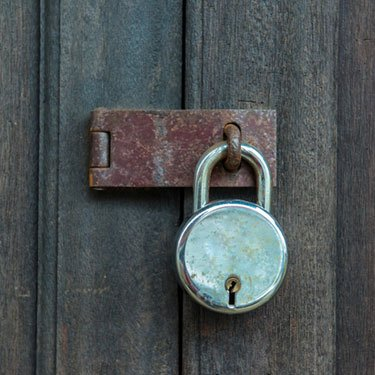 Old-padlock-on-a-wooden-door_web