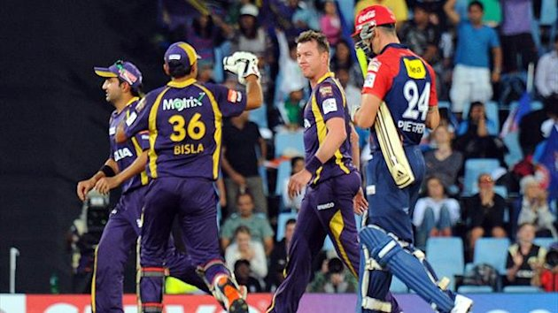Delhi Daredevils batsman Kevin Pietersen (R) walks off the pitch after being bowled by Kalkata Knight Riders bowler Brett Lee (C) during a Group A match of The Champions League T20