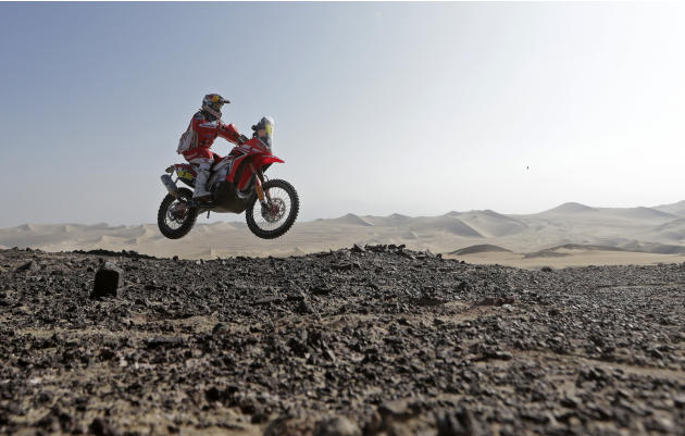 Portugal's Helder Rodrigues rides his Honda during the 3rd stage of the Dakar Rally 2013 from Pisco to Nazca