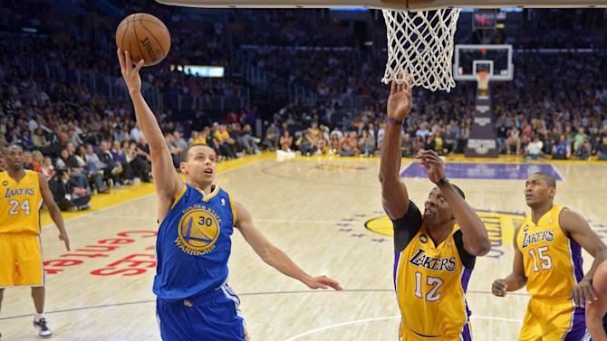 Golden State Warriors guard Stephen Curry, second from left, puts up a shot as Los Angeles Lakers center Dwight Howard, second from right, defends while guard Kobe Bryant, left and forward Metta World Peace look on during the first half of their NBA basketball game, Friday, April 12, 2013, in Los Angeles. (AP Photo/Mark J. Terrill)