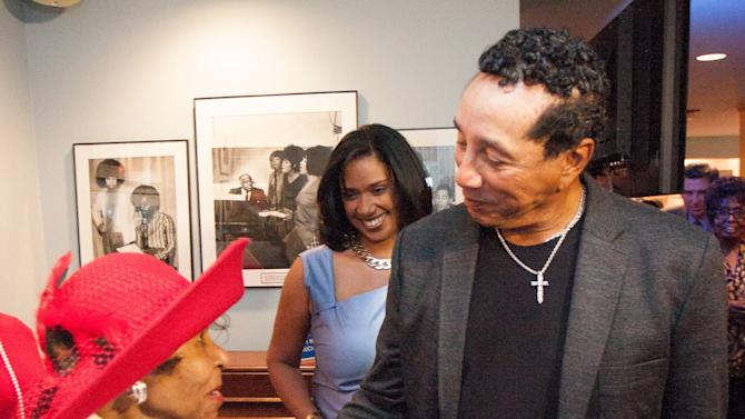 Robinson pays tribute to Motown's chief of charm