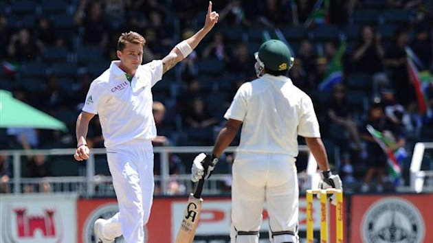South African fast bowler Dale Steyn (L) celebrates the wicket of Shafiq Asad (R) on day four of the first test match between South Africa and Pakistan (AFP)