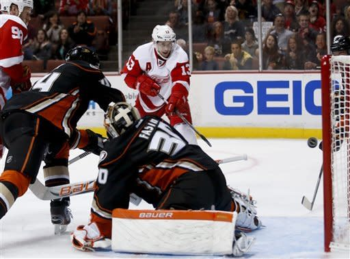 Abdelkader's hat trick sinks Ducks 5-1
