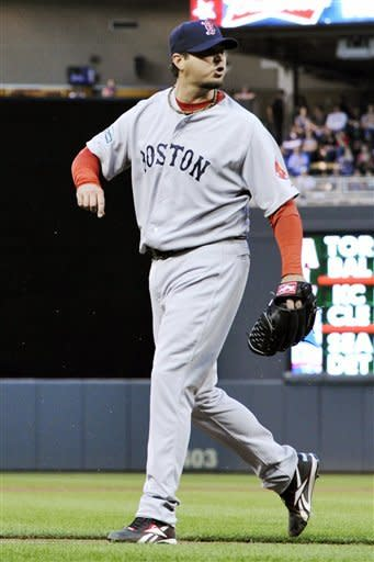 Beckett, Ortiz lead Red Sox over Twins 11-2