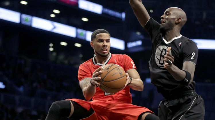 Chicago Bulls' D.J. Augustin, left, passes around Brooklyn Nets' Kevin Garnett during the first half of the NBA basketball game at the Barclays Center Wednesday, Dec. 25, 2013, in New York. (AP Photo/Seth Wenig)