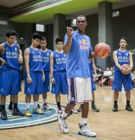 Rajon Rondo at his recent skills clinic in San Juan. (Photo by Victor Fraile)