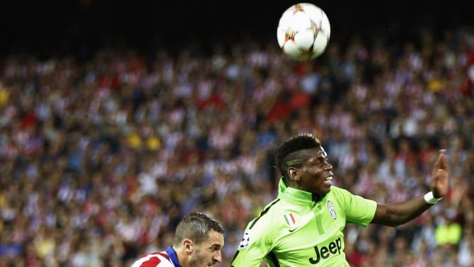 Juventus' Pogba and Atletico Madrid's Koke fight for the ball during their Champions League group A soccer match at Vicente Calderon stadium in Madrid