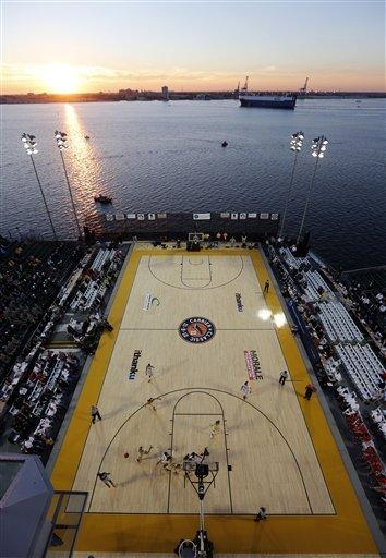 2 top college hoops games aboard ships called off