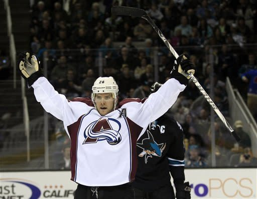 Sharks rally with 3 goals in 3rd to beat Avs 5-4