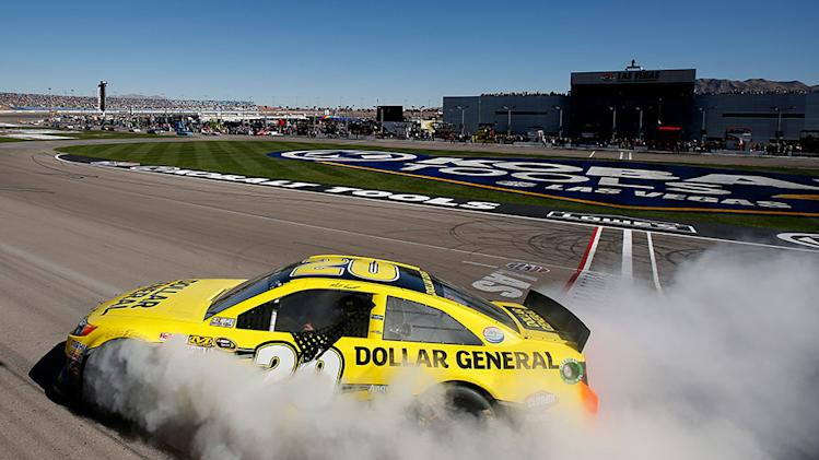 Kenseth holds off Kahne in Las Vegas