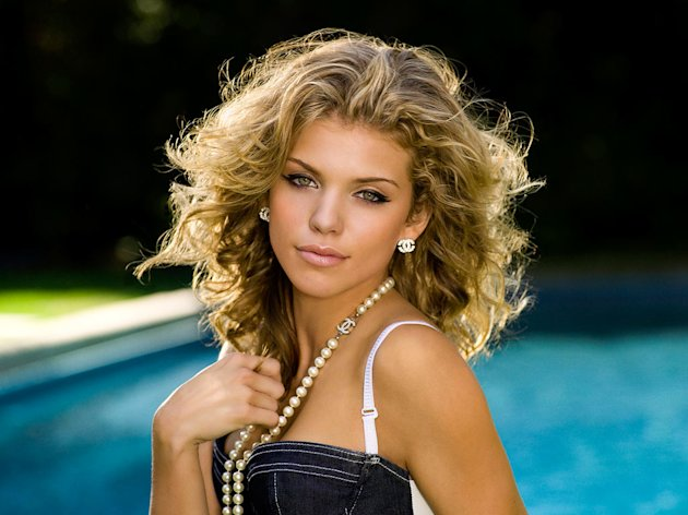 AnnaLynne McCord stars as Naomi Clark in 90210