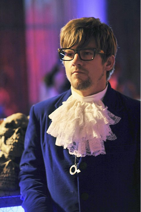 "Zachary Knighton as Dave in the Halloween episode ""Spooky Endings"" of ""Happy Endings."""