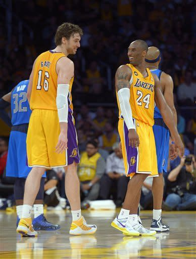 Kobe's triple-double pushes Lakers past Mavericks