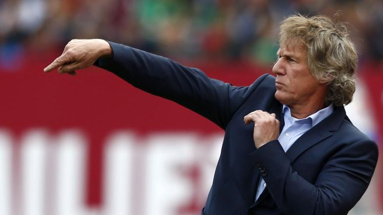 FC Nuremberg's coach Gertjan Verbeek gestures during their German first division Bundesliga soccer match against Bayer Leverkusen in Nuremberg