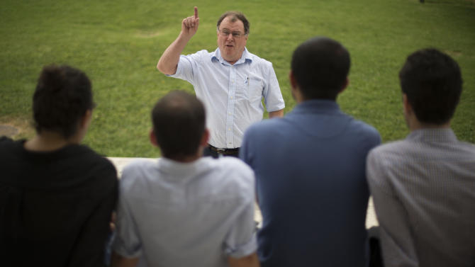 Founder of the New Story Leadership (NSL) program Paul Costello (C) speaks to his students at the Thomas Jefferson Memorial in Washington, DC on August 1, 2014
