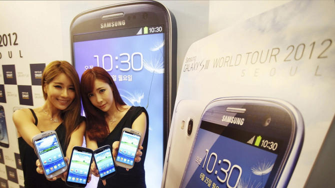 In this photo released by Samsung Electronics Co., models pose with Samsung Electronics' newest smartphone Galaxy S III during its world tour in Seoul, South Korea, Monday, June 25, 2012. Samsung Electronics, the world's top mobile phone maker, said Monday it expects global sales of the latest Galaxy smartphone to surpass 10 million in July even as it struggles to keep up with demand because of component shortages. (AP Photo/Samsung Electronics) NO SALES