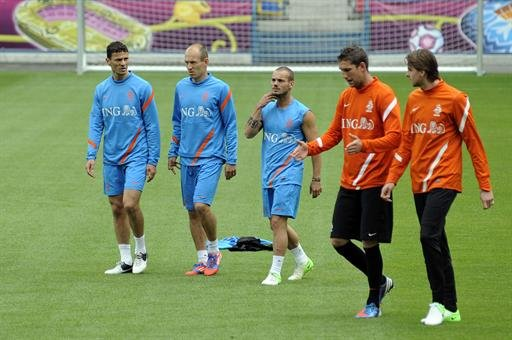 Netherlands - Atmosphere is not the same as World Cup: Sneijder