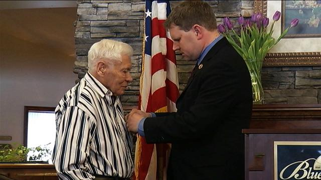 Purple Heart awarded to 89-year-old WWII veteran