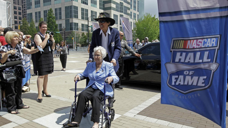 Wife of NASCAR Hall of Famer Richard Petty dies