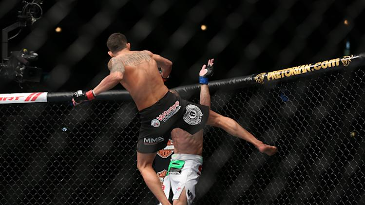 Carpe Diem! Anthony Pettis Granted Shot at UFC Featherweight Champ Jose Aldo