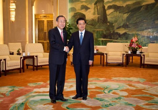 UN Secretary General Ban Ki-Moon (L) shakes hands with Chinese President Hu Jintao before they adjourn to a meeting at the Great Hall of the People in Beijing on July 18, 2012. Ban is expected to press China&#39;s leaders to back tougher action to stop violence in Syria