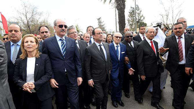 Tunisian President Beji Caid Essebsi, centre right, French President Francois Hollande, centre take part in an anti-extremism march, in Tunis, Sunday, March 29, 2015. Tens of thousands of Tunisians attended a march in their country's capital, Tunis, on Sunday to denounce extremist violence following the attack on the National Bardo Museum. (AP Photo /Emmanuel Dunand, Pool)