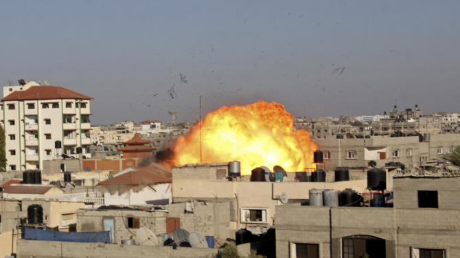A ball of fire rises from an explosion following an Israeli air strike on the house of Nafez Azzam, a leader for Islamic Jihad leader, one hour before the announcement of the cease-fire between Palestinians and Israelis, in Rafah refugee camp, in the southern Gaza Strip, Tuesday, Aug. 26, 2014. (AP Photo/Hatem Ali)