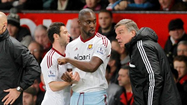 West Ham United manager Sam Allardyce (right) brings on Carlton Cole as a substitute (PA Photos)