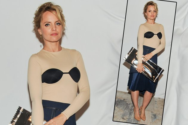Mena Suvari im eigenwilligen Outfit (Bild: ddp)