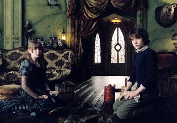 Violet ( Emily Browning ) and Klaus ( Liam Aiken ) in Paramount Pictures' Lemony Snicket's A Series of Unfortunate Events