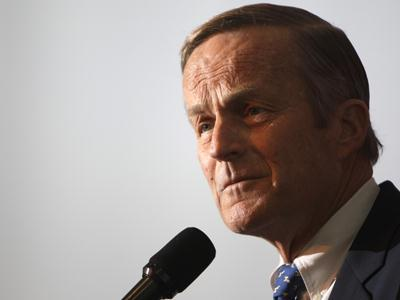 Rep. Todd Akin apologizes but won't abandon race
