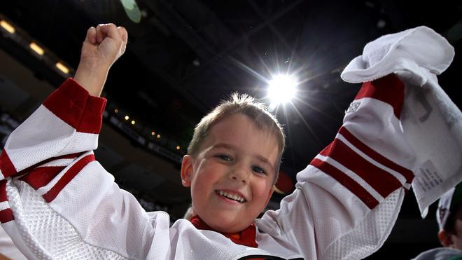 Phoenix Coyotes Fan Ethan Bryant Of Phoenix Cheers Getty Images