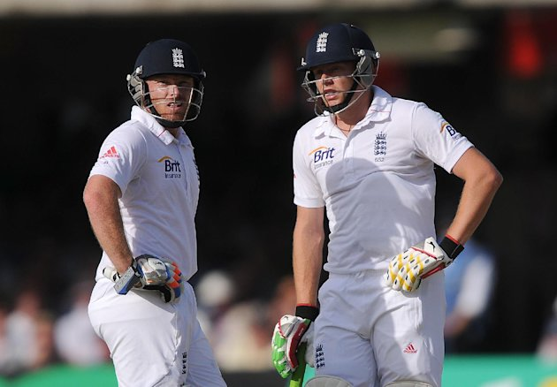 Ian Bell (left) shared a century partnership with Jonny Bairstow