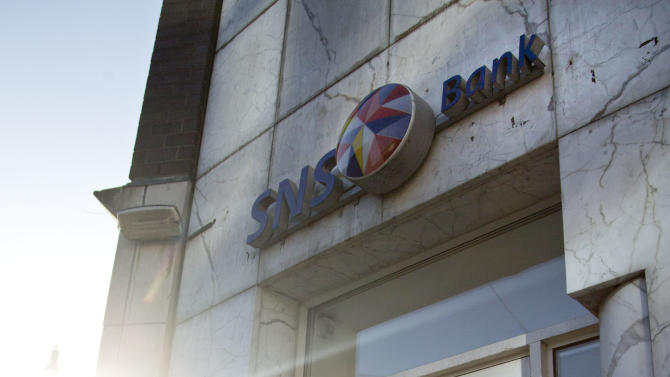 Troubled Dutch bank SNS looking at share issue