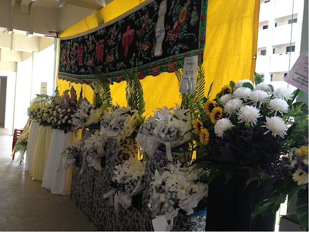 Funeral wreaths at veteran actor Ah Nan's wake in Yishun. (Yahoo! photo)