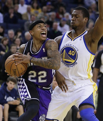 Thompson's shot leads Warriors past Kings, 87-83