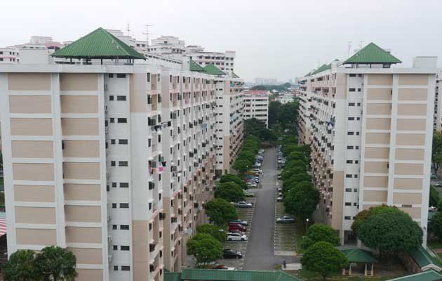 A reader says the govt should be consistent with HDB's current mandate of providing affordable public housing. (Yahoo! file photo)