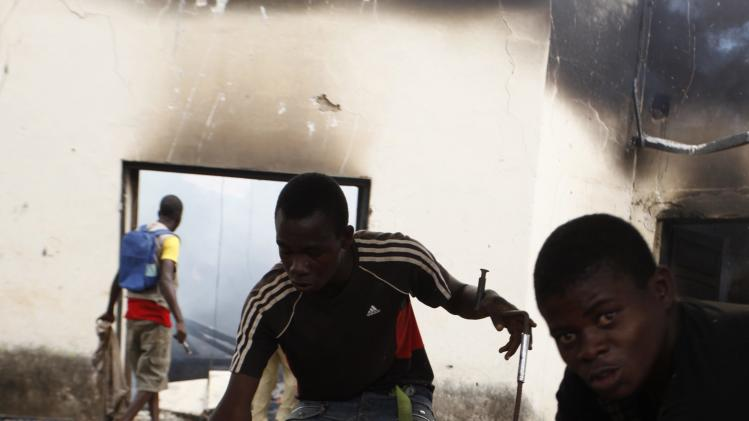 Christians loot a mosque in Bangui