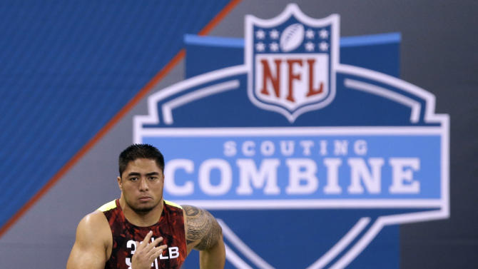 Notre Dame linebacker Manti Te'o runs the 40-yard dash at the NFL football scouting combine in Indianapolis, Monday, Feb. 25, 2013. (AP Photo/Michael Conroy)