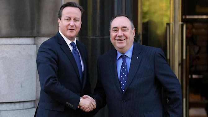 Britain's Prime Minister, David Cameron, left, shakes hands with Scotland's First Minister Alex Salmond at St Andrews House in Edinburgh, where he is expected to sign a deal granting Holyrood the power to hold a historic referendum on independence, Monday Oct. 15, 2012. Officials from London and Edinburgh have been meeting for weeks to hammer out details of a vote on Scottish independence. Sticking points included the date and the wording of the question. (AP Photo/PA, Andrew Milligan)  UNITED KINGDOM OUT  NO SALES  NO ARCHIVE