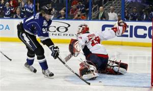Stamkos scores 40th, Lightning top Capitals 2-1