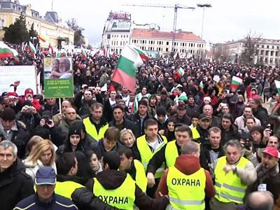 Raw: Bulgarians Demand President Step Down