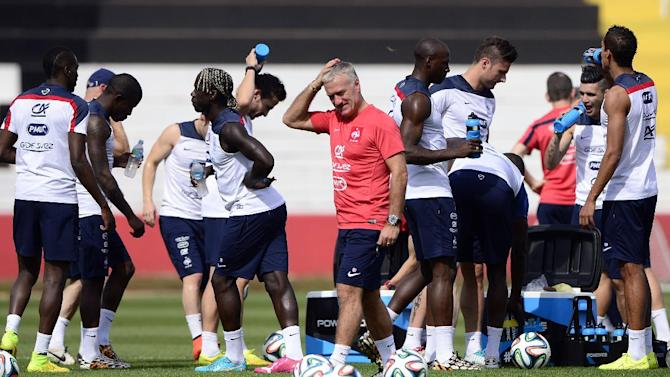 France's coach Didier Deschamps (C) and his players take part in a training session at the stadium Santa Cruz in Ribeirao Preto, Brazil, on June 28, 2014, during the FIFA World Cup