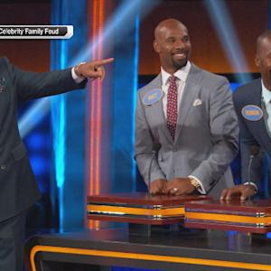 Steve Harvey compliments San Francisco 49ers tight end Vernon Davis' teeth