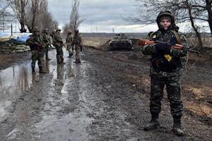 Ukrainian soldiers stand close to the frontline in …