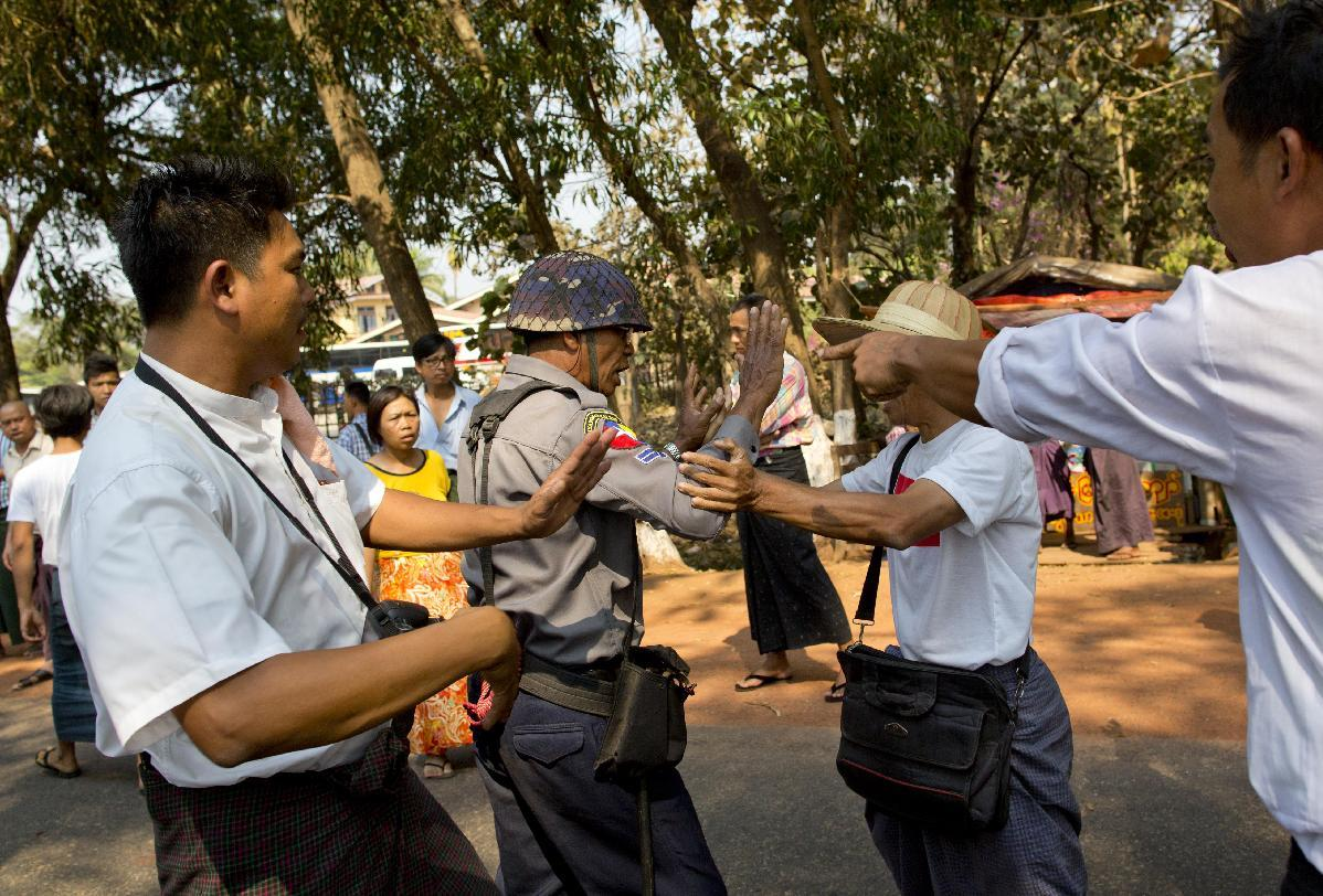 Myanmar prevents students from marching against academic law