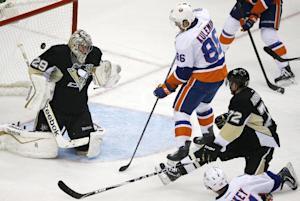Penguins hand Islanders 1st loss of season, 3-1