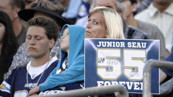 San Diego Community Mourns Suicide Death Of NFL Legend Junior Seau